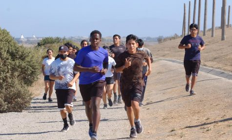 Cross Country team practicing at Byxbee Park before the friendly race on  Aug. 31. (Photo courtesy of Tomas San Juan)